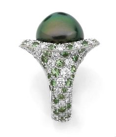 Diamond Tsavorite, pearl and white gold ring Gems Jewelry, Pearl Jewelry, Jewelry Art, Fine Jewelry, Tahitian Pearl Ring, Pearl Rings, Unusual Rings, Pearl Diamond, Diamond Are A Girls Best Friend