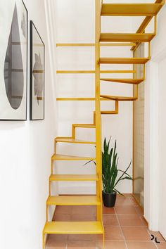 Small Space Staircase, Loft Staircase, Home Stairs Design, Home Room Design, Stair Design, Tiny House Stairs, Loft Room, Attic Remodel, Small House Design