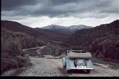 La munte, 1940. Foto Willy Pragher Old Cars, Pure Products, Vehicles, Garage, Carport Garage, Rolling Stock, Garages, Vehicle, Car Garage