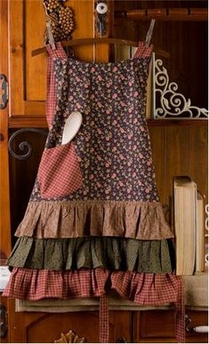 Berkshire Apron - nice site, lots of prim home decor, table linens, other aprons!