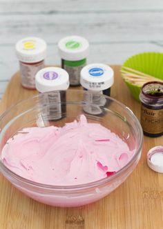 Receta de Buttercream o Crema de Mantequilla: trucos y consejos Pastel Cupcakes, Buttercream Cupcakes, Buttercream Recipe, Icing Recipe, Cheesecake Recipes, Dessert Recipes, Desserts, Cap Cake, Cake With Cream Cheese