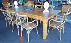 Resultado de imagem para mesa de madeira cadeira paris