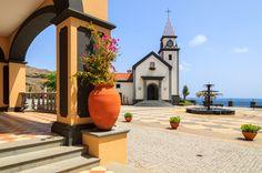 Madeira on täynnä mielenkiintoisia tarinoita aina Kolumbuksen ajoista Napoleonin ja Churchillin vierailuihin. Nykysankareista tunnetuin lienee Maderian oma poika, jalkapallotähti Cristiano Ronaldo. #CR7 #Madeira #Ronaldo #matkablogi #matkailu #Aurinkomatkat