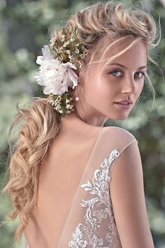 This season's bridal runways were packed with romantic styles, from loose bohemian waves to chic updos. Rustic Romance Wedding, Romantic Wedding Hair, Wedding Hair And Makeup, Wedding Looks, Wedding Stuff, Wedding Ideas, Classy Updo Hairstyles, Pretty Hairstyles, Easy Hairstyles