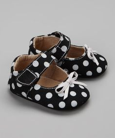 Steps by Itzy Bitzy   Daily deals for moms, babies and kids. I can't help it. Baby shoes are so stinkin' adorable