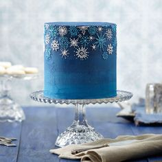 Create this elegant Snowfall Celebration Buttercream Cake for your next holiday gathering