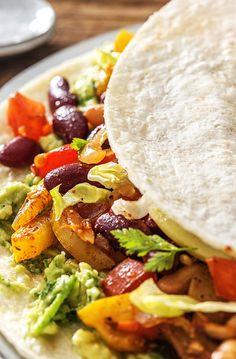 Step by Step Rezept  Kochen / Essen / Ernährung / Lecker / Kochbox / Zutaten / Gesund / Schnell / Frühling / Einfach / DIY / Küche / Gericht / Blog / Leicht / selber machen / backen / Burrito / Mexikanisch / Fajita / Guacamole / Veggie / Vegetarisch / 30 Minuten   #hellofreshde #kochen #essen #zubereiten #zutaten #diy #rezept #kochbox #ernährung #lecker #gesund #leicht #schnell #frühling #einfach #küche #gericht #trend #blog #selbermachen #backen #veggie #vegetarisch #burrito #fajita…