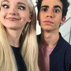 Dove Cameron and Cameron Boyce. lol Cameron looks concerned at Dove's weirdness Disney Descendants 3, Descendants Cast, Descendants Pictures, Descendants Costumes, Dave Cameron, Disney Stars, Disney Channel Stars, Rest In Peace, Celebs