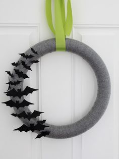 Halloween bat yarn wreath craft | eighteen25: Today's Guest: Just A Girl