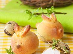 Ингредиенты 1 пачка (11 г) сухих дрожжей; 1 яйцо; 1 ст. молока; 1 ст. воды; 2 ст.л. сахара; 100 г растопленного сливочного масла или маргарина; 2 ст.л. растительного масла; 1 ч.л. соли; 6-6,5 ст. муки.  На Пасху можно испечь не только зайцев, но и сформировать любые другие фигурки: цыплят, ягнят, мишек и др., […]