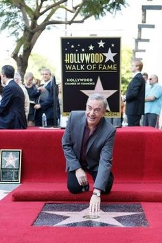 Neil Diamond getting his star. I have my photo with this star, it's outside the Capitol Records building off Hollywood Blvd! Diamond Songs, Diamond Music, Hollywood High School, Hollywood Walk Of Fame, West Hollywood, Hollywood Stars, Neal Diamond, Diamond Girl, Best Love Songs