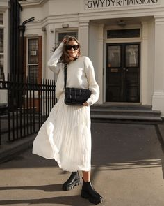10 Ways To Wear Fall's Trendiest Boots Now Street Style Outfits, Mode Outfits, Skirt Outfits, Casual Outfits, Fashion Outfits, Fashion Tips, Fashion Pants, Trend Fashion, Look Fashion
