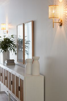 House 13 Australian Staycation – Hallway Three Birds Renovations, Scandi Home, Contemporary Cottage, Side Board, Minimal Decor, Hallway Decorating, Tv Cabinets, Home Interior Design, Entrance