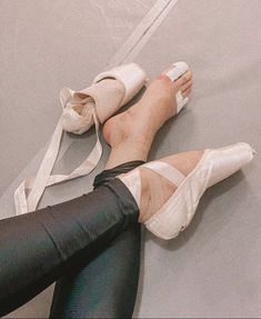 Pointe Shoes, Ballet Shoes, Dance Shoes, Dance Fashion, Dance Hall, Swan Lake, Grey's Anatomy, Dancers, Leotards