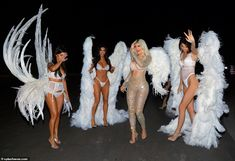 The Kardashian/Jenner clan set the bar extremely high for Halloween on Wednesday as they channeled their inner Victoria Secret Angels for festive bash. Estilo Kardashian, Kardashian Family, Kardashian Style, Kardashian Jenner, Kourtney Kardashian, Kardashian Halloween Costume, Halloween Outfits, Kim And Kylie, Kendall And Kylie Jenner