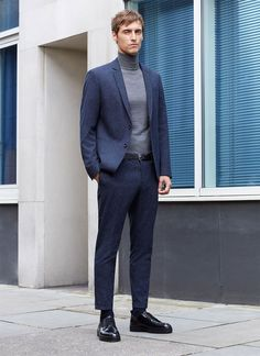 's fall-winter 2015 campaign, model Sebastien Andrieu graces our pages once more as he connects with Zara. Mens Fashion Suits, Golf Fashion, Fashion Fashion, Formal Winter Outfits, Formal Attire For Men, Casual Winter, Mens Tailor, Look Office, Style Personnel