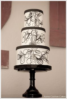 Handpainted with gel food coloring and several different brushes - Mod Black & White by Yuma Couture Cakes  |  TheCakeBlog.com