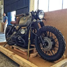 https://www.facebook.com/caferacerdreams/photos/a.130442183672446.20384.130435487006449/1558529594197024/?type=3