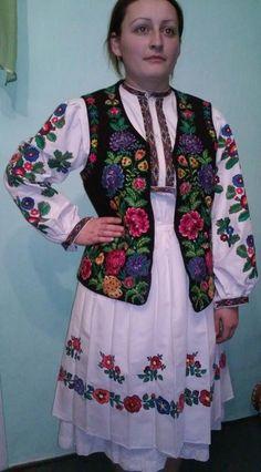 """Не мода це й не дивна забаганка... Нелегко нашим недругам збагнуть, Чим є для українця """"вишиванка""""? І що у ній за таємнича суть? Нитки, неначе мрії кольорові, Вплелися в долі біле полотно... Вона - це символ віри і любові, Що нам Господь вручив колись давно... Вона пропахла вітром і грозою, Вогнем і житнім хлібом на столі, Солоним потом, згірклою сльозою, І кров""""ю, українців на землі."""