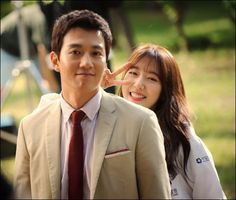 """Doctors"" Kim Rae-won and Park Shin-hye at teaser filming"