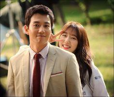 """Doctors"" Kim Rae-won and Park Shin-hye at teaser filming"