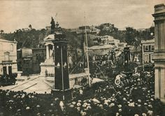 """1888, funerales de A. Prat en Pza. Sotomayor Captain Arturo Prat, Lutenant Ignacio Serrano and Sergeant Juan de Dios Aldea were buried may 21, 1888 being transferred from Iquique to Valparaìso; their thumb is under a monument called """"The Monument to the Heros"""" and it is located in Sotomayor Squared. War Of The Pacific, Bury, Painting, Rodin, Travelling, Social Stories, Places, Santiago, Painting Art"""