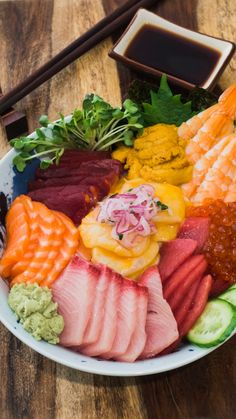Packed with salmon, yellowtail, tuna, uni and more, this bowl is a sushi lover's dream. Sushi Recipes, Raw Food Recipes, Asian Recipes, Ethnic Recipes, Yellowtail Recipe, Seven Spices Recipe, Sushi Fillings, Sushi Party, Snacks