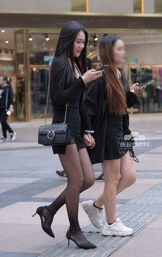 Beautiful Young Lady, Beautiful Asian Women, Yellow Fever, Fasion, Asian Woman, Asian Beauty, Stockings, Culture, Legs