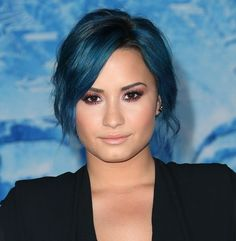 Loving Demi's new hair