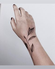 Search inspiration for a Minimal tattoo. Pinky Tattoo, Botanisches Tattoo, Full Tattoo, Tattoo Life, Boho Tattoos, Forearm Tattoos, Flower Tattoos, New Tattoos, Hand Tattoos