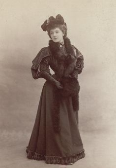 L'ancienne cour — 1890s fashion by Atelier Nadar