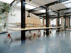 ARRO s'est vu confier la création du nouvel espace du département design de Clarks Originals, installé au sein d'un ancien entrepôt de 300m2. Le projet com