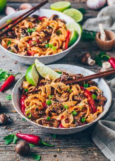 This quick & easy Thai Recipe for Asian stir-fry Noodles with healthy vegetables & spicy chili garlic sauce makes a tasty vegan weeknight dinner! Recipes With Chili Garlic Sauce, Chili Sauce Recipe, Sauce Recipes, Ramen Recipes, Asian Vegetables, Fried Vegetables, Healthy Vegetables, Veggies, Beef Noodle Stir Fry