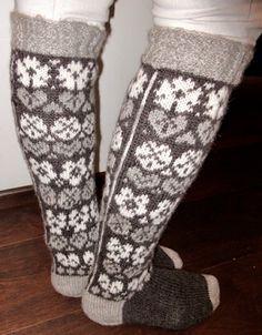 Vanuttunut Villasukka: Marjulit & kaavio & kirjavinkki Knitting Socks, Knit Socks, Mittens, Gloves, Hats, Fashion, Fingerless Mitts, Moda, Hat
