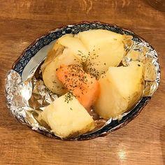#에디터L군의먹고마시고놀고 평소 즐겨먹는 명란! 파스타부터 바게트까지 각양각색으로 요리해서 먹는 즐거움이 있죠. 자박한 감자에 버터와 함께 명란을 듬뿍 넣고 오븐에 굽는다면? 여기가 천국인가요!-editor LGH #먹방 #주말 #food #potato #instylekorea  via INSTYLE KOREA MAGAZINE OFFICIAL INSTAGRAM - Fashion Campaigns  Haute Couture  Advertising  Editorial Photography  Magazine Cover Designs  Supermodels  Runway Models