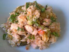 Arroz de salmão com bróculos e courgette. Salmon rice with broccoli and zucchini.