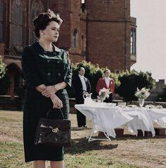 The Crown, English, Tv, People, English Language, Folk, Television Set
