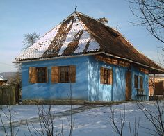 traditional house in Transylvania Cabins And Cottages, Best Memories, Traditional House, Hungary, Old Houses, Abandoned, Sweet Home, Sketches, Organic