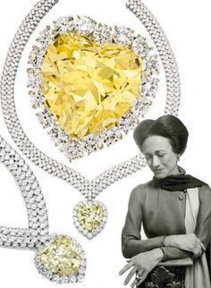 'The Windsor Heart' Yellow Diamond. yellow diamond was bought by the Duke of Windsor for the Duchess (Wallis Simpson) in 1951 from Harry Winston to complement her other yellow diamond and set. Wallis Simpson, Royal Crowns, Royal Tiaras, Tiaras And Crowns, Royal Jewelry, Gems Jewelry, Jewelery, Windsor, Harry Winston