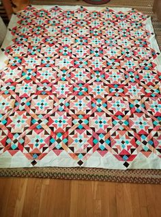 On Ringo Lake 2017 MQ - Nice The white gives it a very light feel. Quilting Ideas, Quilt Patterns, Southwest Quilts, Sewing Projects, Projects To Try, Bonnie Hunter, Flower Quilts, Amish Quilts, Dumplings