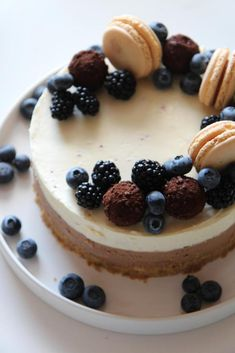 image discovered by C L A U D I A. Discover (and save!) your own images and videos on We Heart It Cool Birthday Cakes, Let Them Eat Cake, Tart, Cheesecake, Cooking Recipes, Desserts, Videos, Image, Deserts