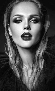 Amazing Black and White Portraits — Richpointofview Photo Portrait, Female Portrait, Face Photography, Photography Women, Woman Portrait Photography, Black And White Portraits, Black And White Photography, Girl Face, Woman Face