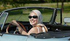 Frau im Cabriolet