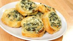 TheseCreamy Spinach Roll-Ups are super easy to throw together before any party! ...