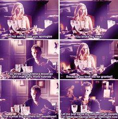 Rebekah Mikaelson: Nebudem jesť kým sa neospravedlníš. Zlomil si mi väzy! Klaus Mikaelson: Ty si odhodila Eleninu krv, takže nemôžem robiť žiadne ďaľšie hybridy. Rebekah Mikaelson: To preto lebo si ma bral ako samozrejmosť. Klaus Mikaelson: To veľký bratia robia, zlatíčko. Stefan Salvatore: Dovoľte mi vymenovať milión iných ľudí, s ktorými by som bol radšej na večeri.☺☻