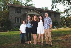 Com ajuda de tutorias no YouTube, mãe constrói mansão para os filhos