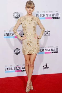 Taylor Swift Style - Fashion and Beauty Pictures of Taylor Swift - ELLE