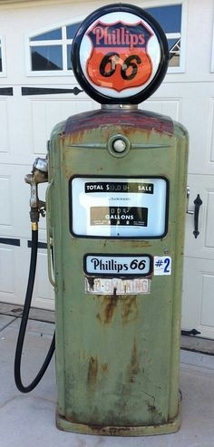 love to see them used again Old Gas Pumps, Vintage Gas Pumps, Phillips 66, Pompe A Essence, Restoration Shop, Indus, Old Gas Stations, Filling Station, Vintage Motorcycles
