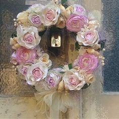 Věnec z luxusních látkových květin Floral Wreath, Wreaths, Home Decor, Floral Crown, Decoration Home, Door Wreaths, Room Decor, Deco Mesh Wreaths, Home Interior Design