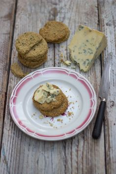 Homemade oatcakes for Burns Night jazzed up a wee bit. Serve with a massive slab of your favourite cheese – happy Burns Night! Scottish Desserts, Scottish Recipes, Turkish Recipes, Romanian Recipes, Burns Night Recipes, Delicious Desserts, Yummy Food, Healthy Food, Tasty